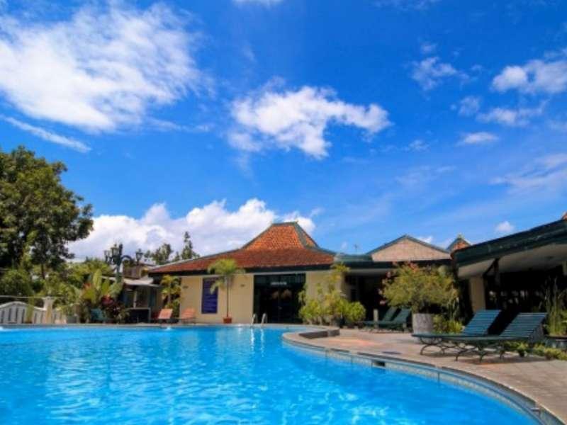 Kolam Renang Hotel Brongto.