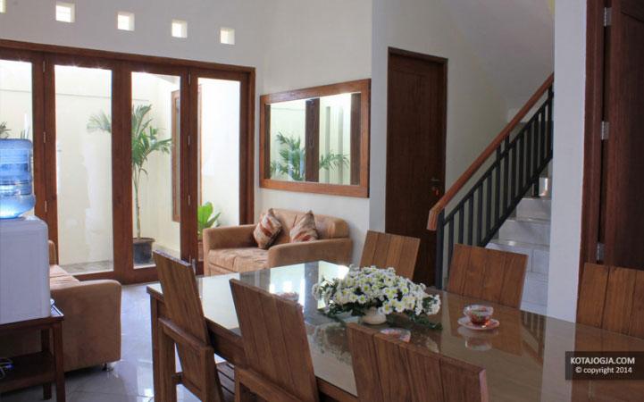 Ruang Makan House Of Chandra