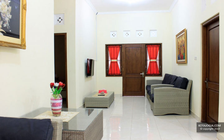 Ruang Keluarga House Of Chandra II