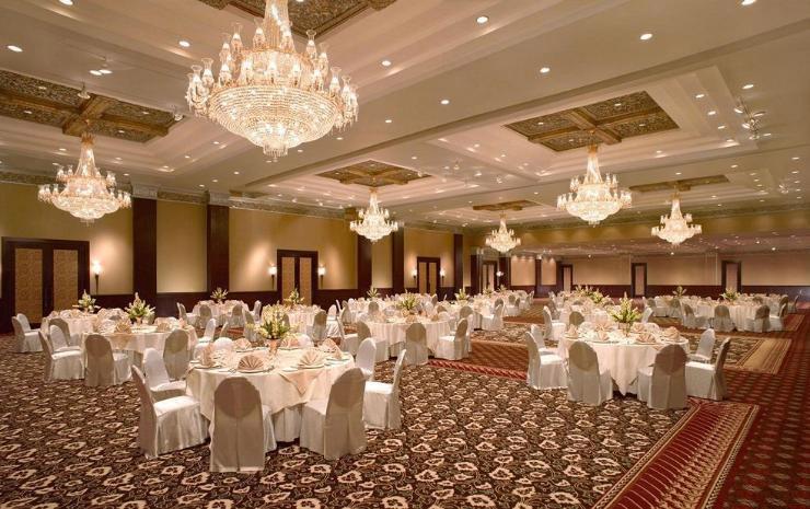 Ballroom Hotel Sheraton Mustika. Sumber: traveloka.com