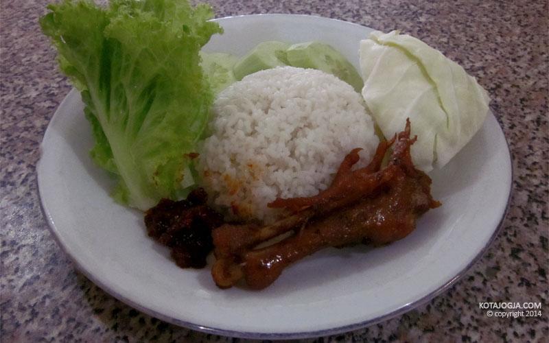 Seporsi Nasi dan Ayam Goreng Paha