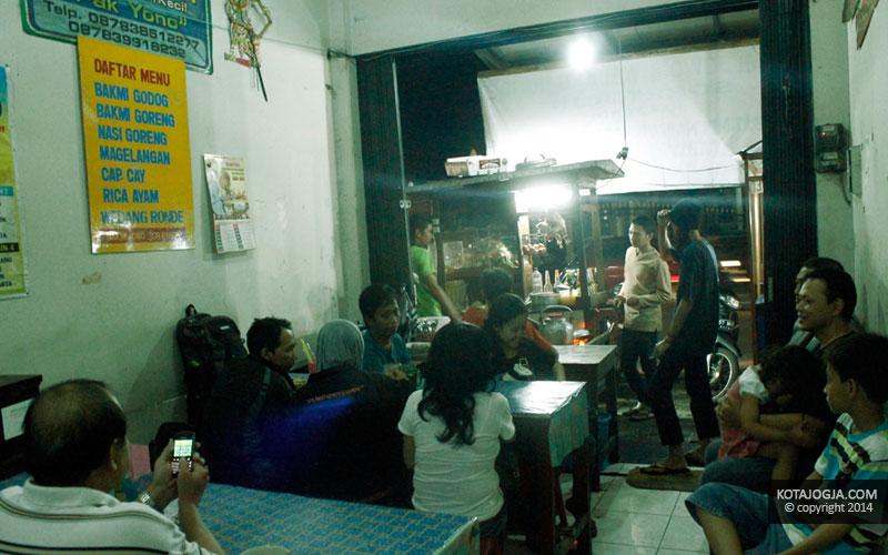 Pengunjung Bakmi Jawa Sor Ringin