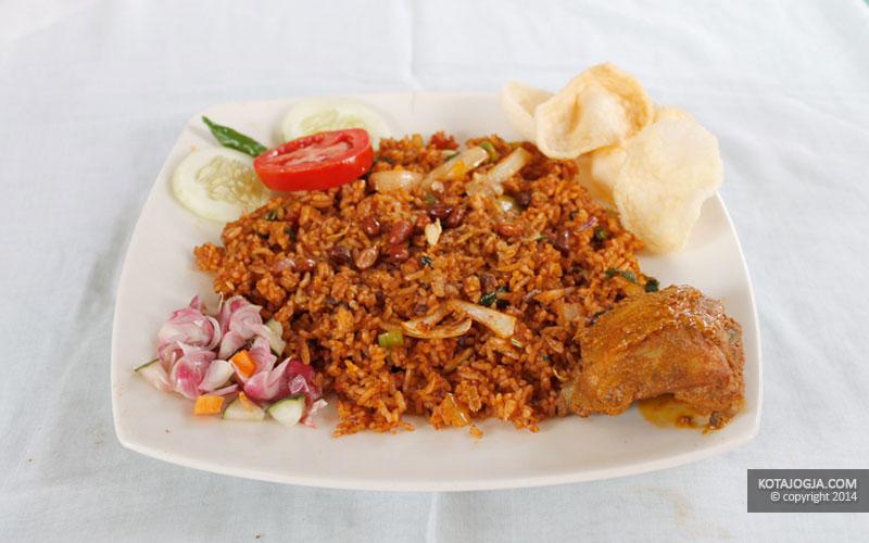 Seporsi Nasi Goreng Kari Ayam