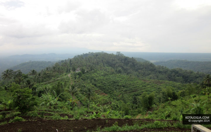 Pemandangan Dari Embung Banjaroya