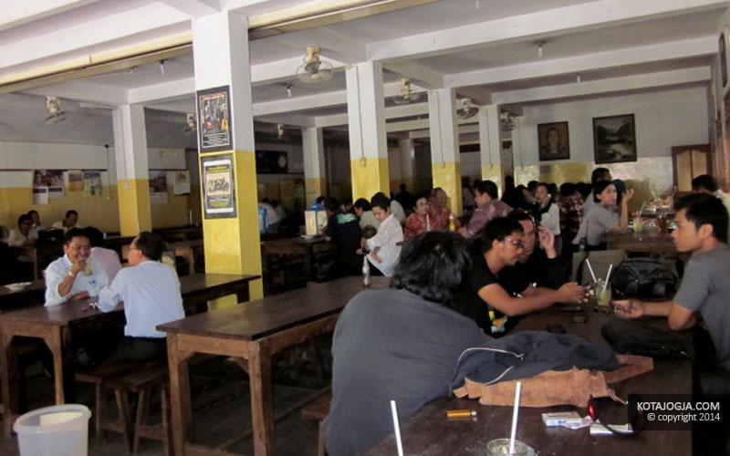 Para Pengunjung Di SGPC Bu Wiryo