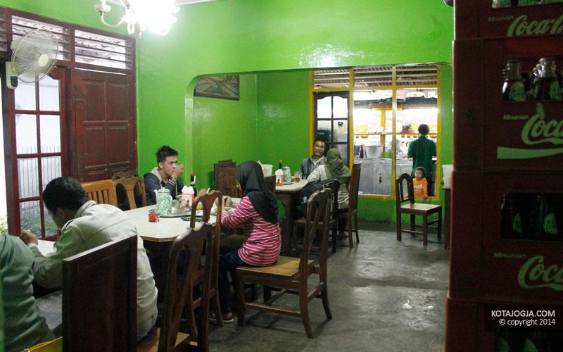 Pengunjung Siomay Kang Cepot