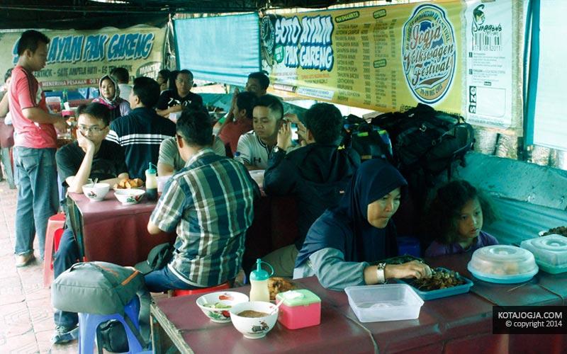 Ramai Pengunjung Soto Pak Gareng