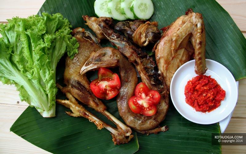 Sajian Ayam Kampung Goreng