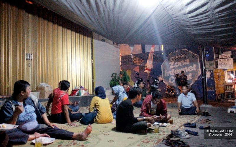 Para Pengunjung di Gudeg Batas Kota