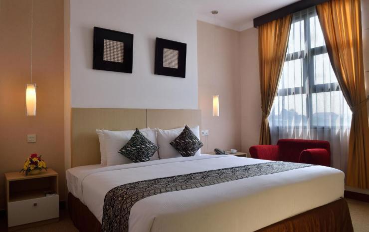 Kamar Tidur UNY Hotel. Sumber: traveloka.com