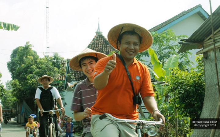 Berkeliling Dengan Sepeda