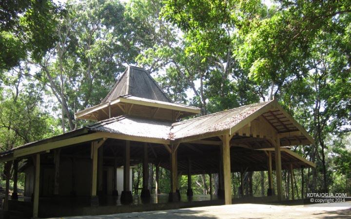 Pendopo Di Hutan Wanagama