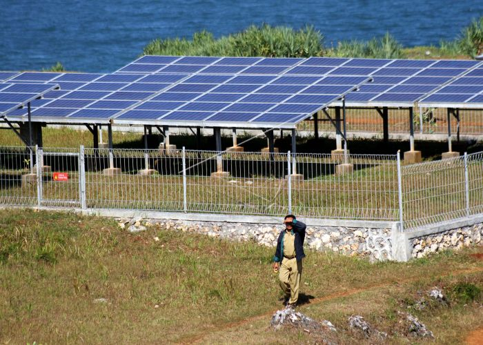 Solar Panel Baron Techno Park (sumber: Antara Photo)